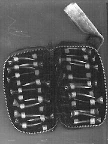 Pouch with fighting spurs for cocks used in fighting